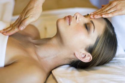 DAS GESCHENK: Ein Massage-Guteschein !